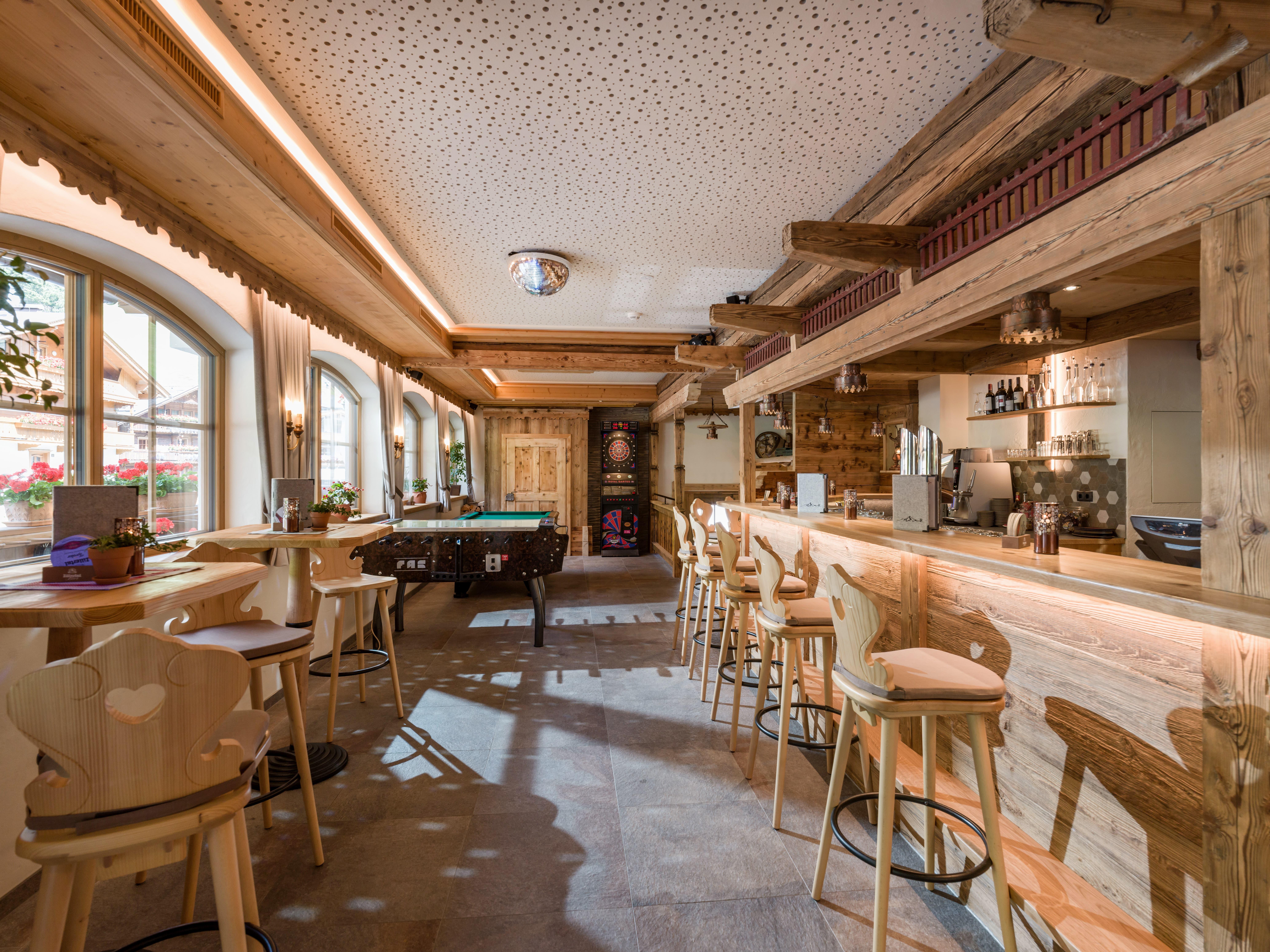 CITY Cafe Bar Tux Bar mit Billard und Dart