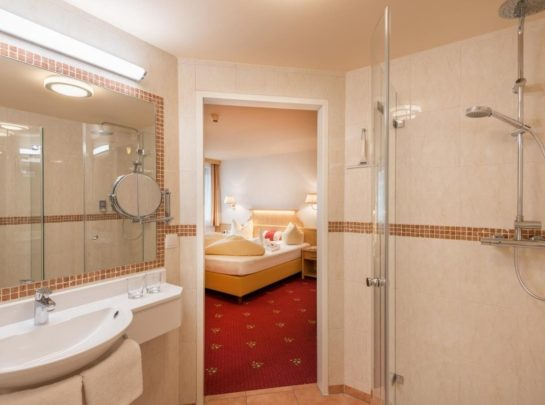 Hotel Pinzger tux comfort double room bathroom