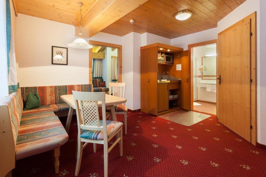 Hotel Pinzger Tux Appartement Himmelreich Wohnküche mit Aufenthaltsraum