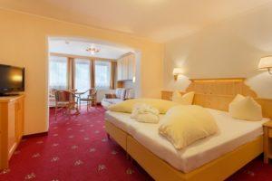 Hotel Pinzger Tux Komfort Doppelzimmer mit Flexinno Etagenbett / Schlafbouch
