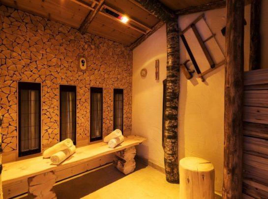 Hotel Pinzger Tux Wellness Infrarotkabine Zirbenholz