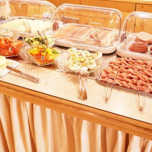 Frühstücksbuffet Wurst Käse Speck Butter Hotel Pinzger Tux