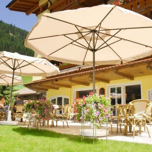 Hotel Pinzger Tux City Café Bar Sonnenterrasse